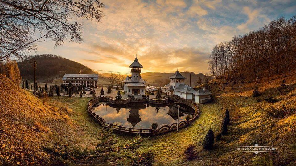 manastirea crisan romania