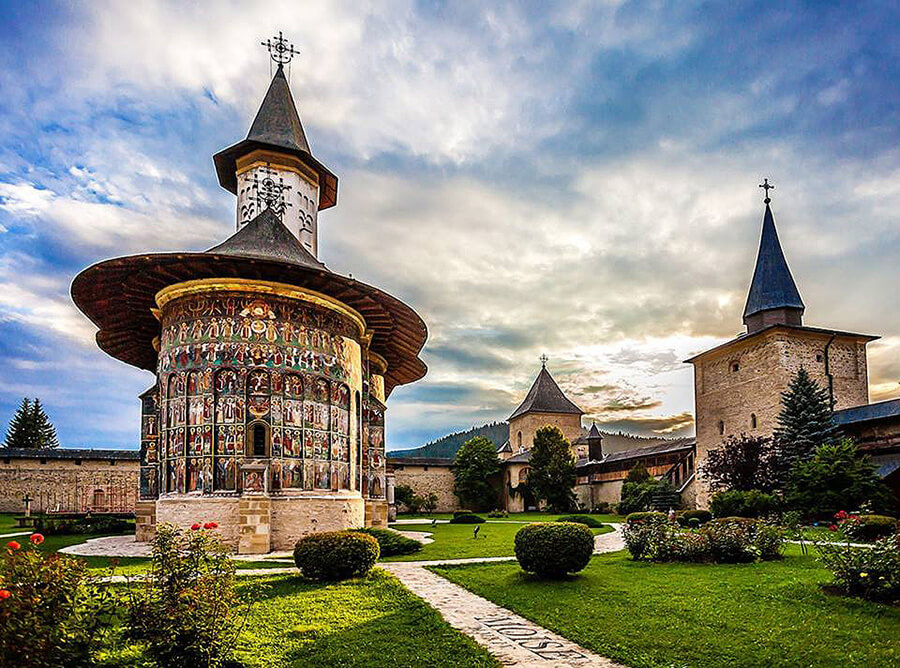 manasirea sucevita in Bucovina monasteries romania