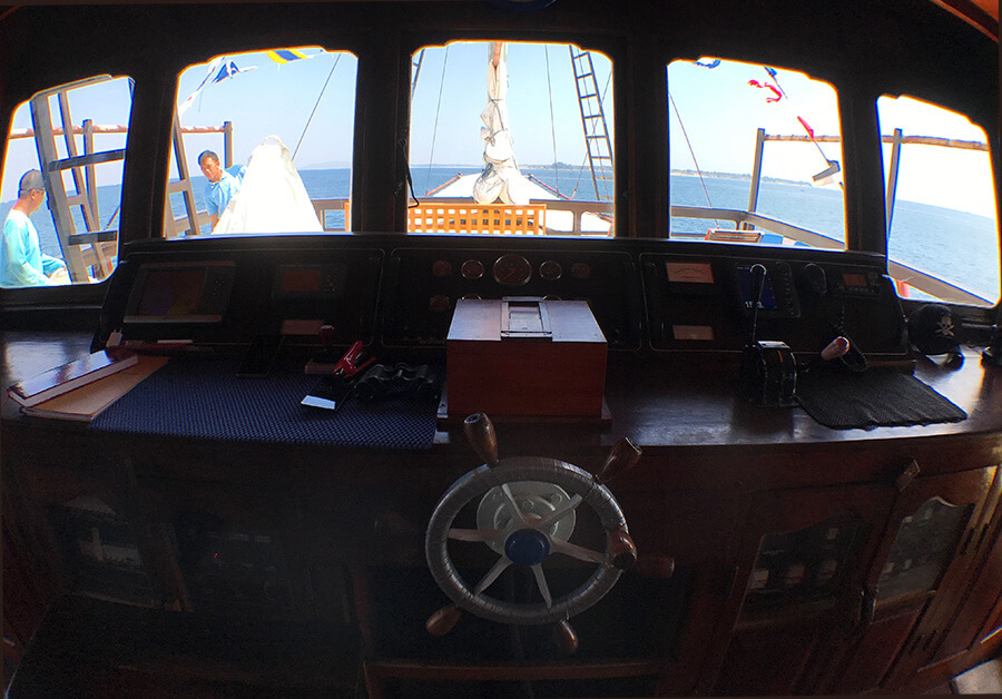 captain room on boat wheel