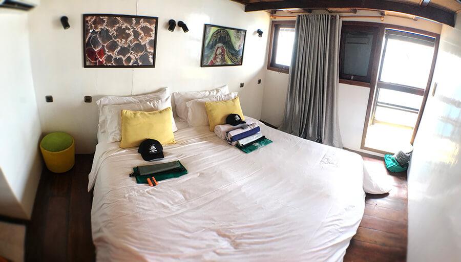 bedroom on al iikai pirate ship